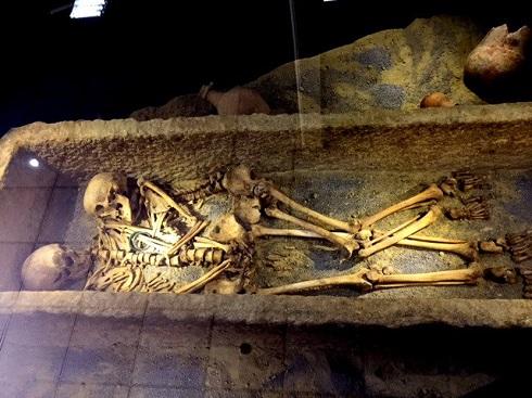 ایران باستان,کشف اسکلت,اسکلت هخامنشی,کشف اسکلت در همدان,اسکلت زوج