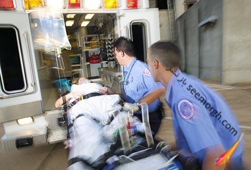 بیمار در آمبولانس
