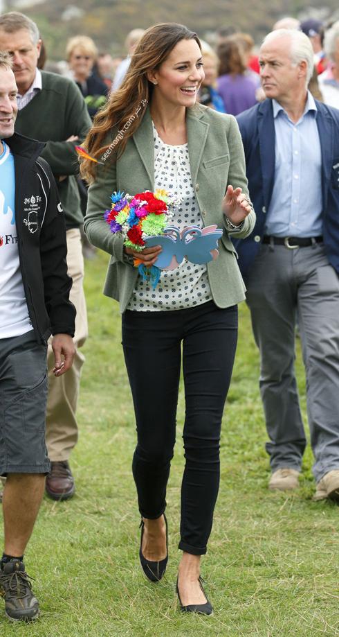 کت و شلوار,کت و شلوار کیت میدلتون,بهترین مدل کت و شلوار کیت میدلتون,بهترین مدل کت و شلوار کیت میدلتون Kate Middleton - کت سبز با شلوار مشکی