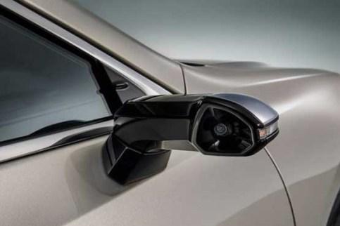 دوربین بجای آیینه بغل در خودروی لکسوس