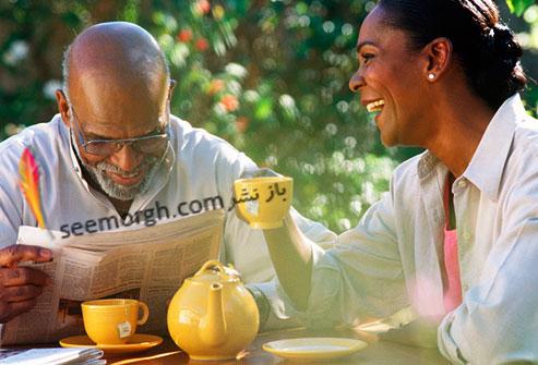 زن و مرد در حال نوشیدن چای