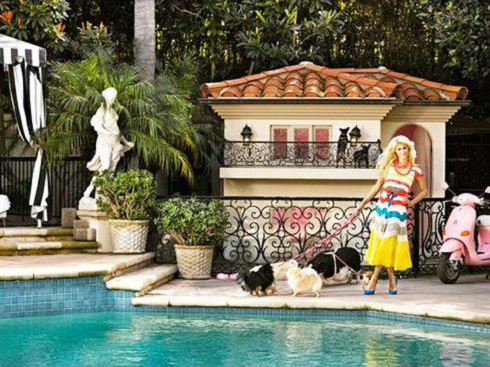 خرید عجیب پاریس هیلتون,پاریس هیلتون,ویلای سگ,ویلای سگ های پاریس هیلتون