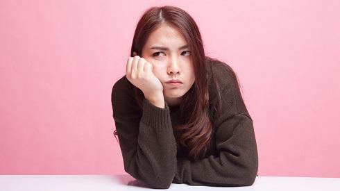 زن غمگین