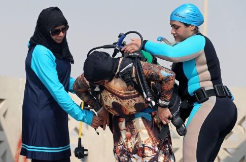 آموزش غواصی به زنان عربستانی 1