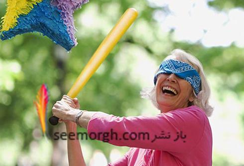 sharp_brain_blindfolded_woman_and_pinata.jpg
