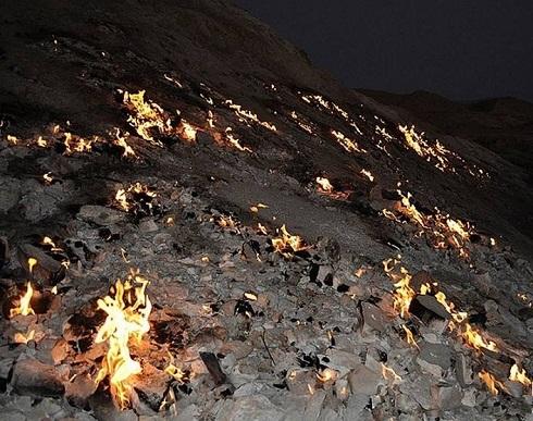 تشکوه,کوه همیشه سوزان,جاذبه گردشگری خوزستان,سفر به خوزستان,تشکوه رامهرمز