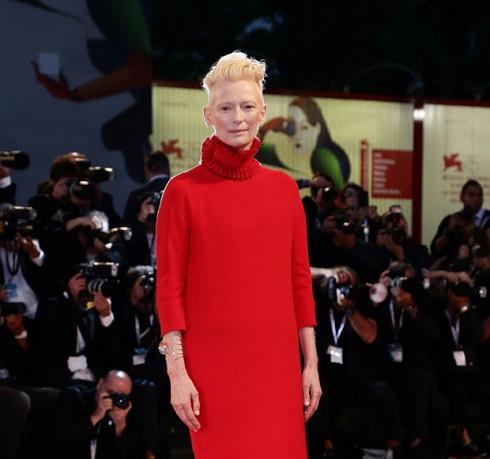جشنواره ونیز,جشنواره ونیز 2018,هنرمندان د رجشنواره ونیز 2018,تیلدا سوئینتن در جشنواره ونیز 2018
