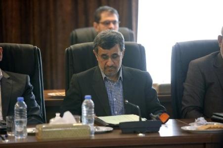 روز آرام احمدی نژاد در جلسه مجمع تشخیص
