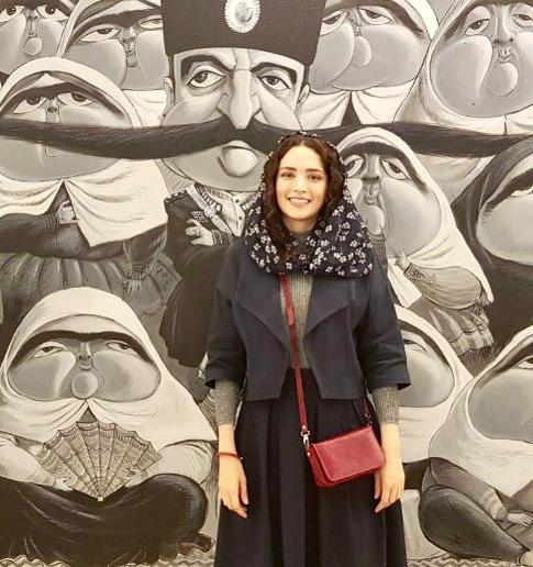 بهنوش طباطبایی در نمایشگاه بزرگمهر حسین پور