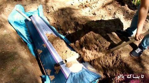 دفن کردن بیمار در زیر خاک و قرار دادن لوله هایی برای تنفس وی
