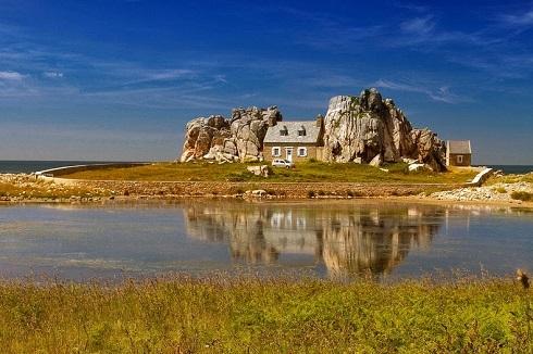 سفر به مکانی بکر,گردشگری,خانهای میان صخرهها,قلعه میو,سفر به مکانی ییلاقی,خانه سنگی