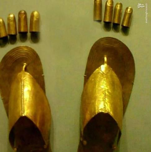 صندل و پوشش انگشت از طلا