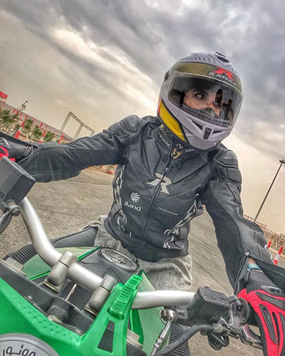 لیلا بلوکات در پیست موتورسواری