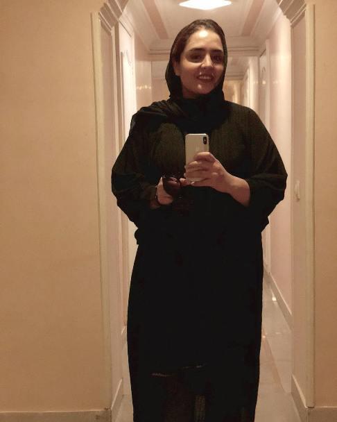 سلفی نرگس محمدی با گوشی آیفون ایکس