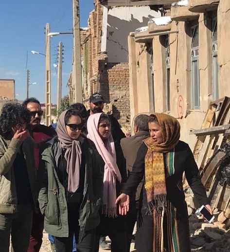 نیکی کریمی در مناطق زلزله زده