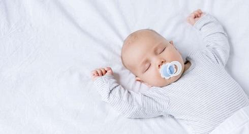پستانک,پستونک,نوزاد دارای پستانک