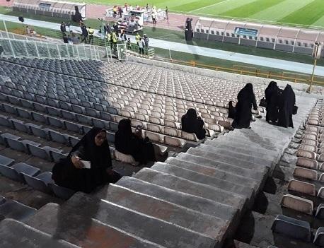 حضور خانم های پلیس قبل از ورود تماشاگران