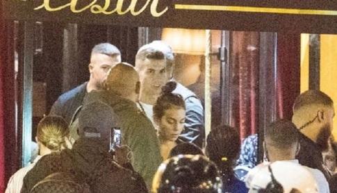 خروج رونالدو و نامزدش از رستوران