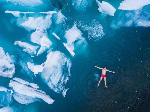 شنا در آب های یخ زده, عکس روز نشنال جئوگرافیک