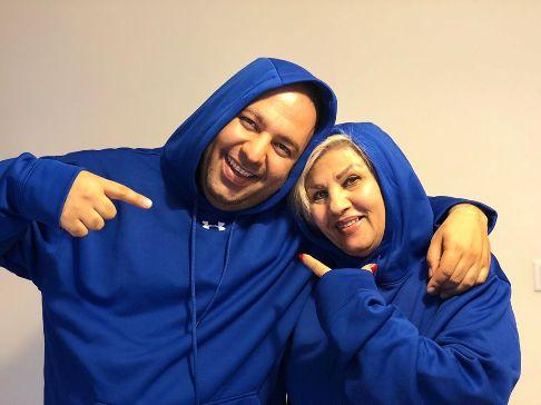 عکس علی اوجی در کنار مادرش