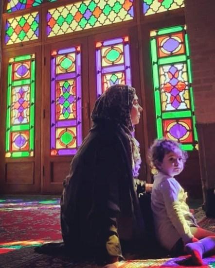 آزاده نامداری در کنار دخترش