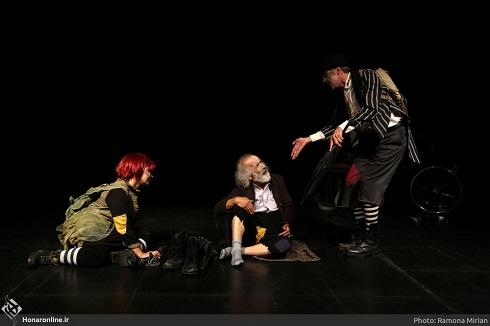 توقف نمایش,توقیف نمایش,توقف نمایش بخاطر کلاه گیس قرمز بازیگر,توقیف نمایش,نمایش فاندو و لیز