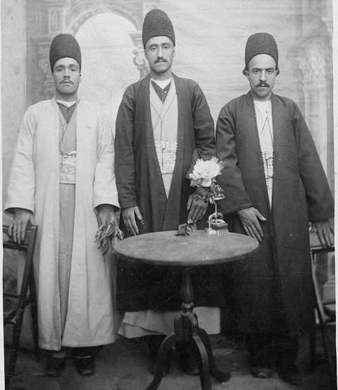 لباس دوره قاجار,لباس مردان در دوره قاجار,لباس زنان در دوره قاجار,پوشش مردان در دوره قاجار,لباس رسمی دربار قاجار,در دوره قاجار چگونه لباس می پوشیدند