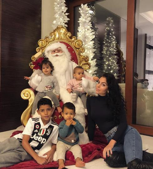 آماده شدن خانواده رونالدو برای کریسمس
