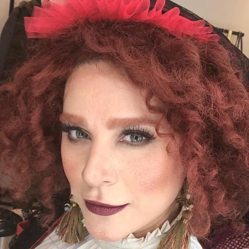 چهره سحر دولتشاهی در نقش خانم تناردیه در نمایش بینوایان