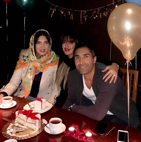 لیلا بلوکات در کنار هادی کاظمی و سمانه پاکدل