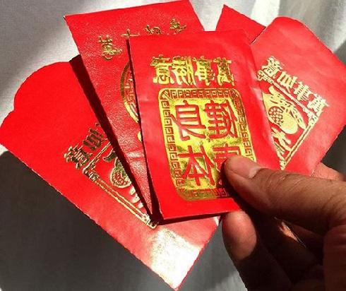 پاکتهای قرمز در چین هدایای محبوبی هستند