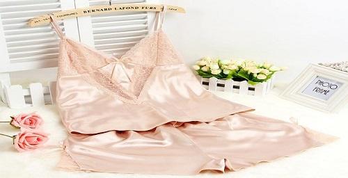type-of-beautiful-women's-pajamas.jpg