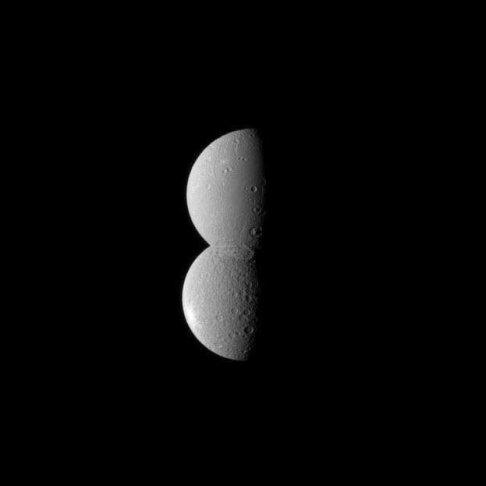 دو قمر زحل