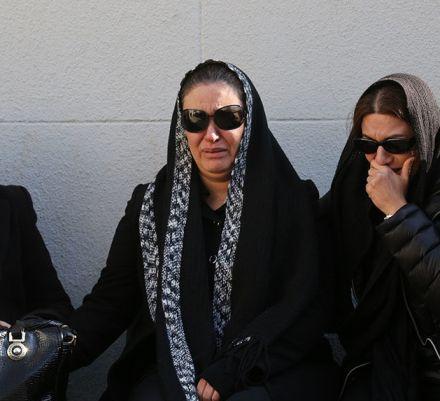 گریه های زیبا بروفه در مراسم تشییع پیکر همسرش