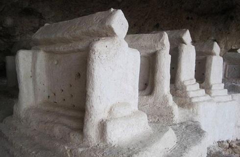 مقبره هایی عجیب با معماری ایرانی
