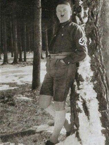 عکس جالب از تیپ هیتلر