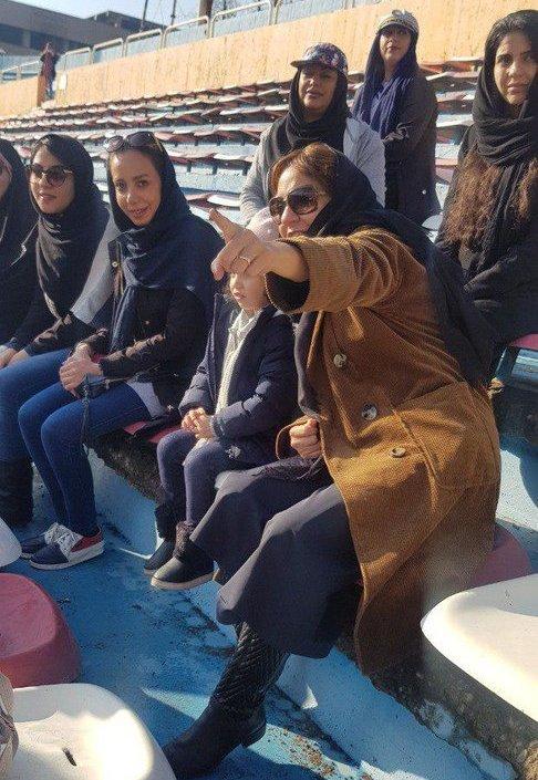 مهناز افشار در ورزشگاه به همراه دخترش 2