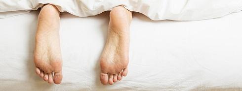 مرد در تختخواب