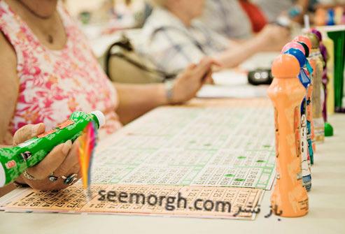 زنان در حال بازی بینگو