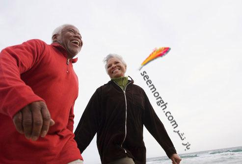 زن و شوهر سالمند در حال ورزش