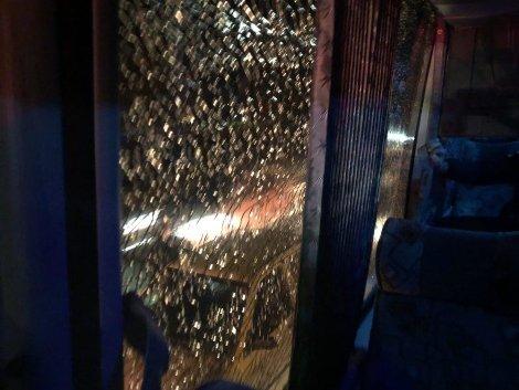 شیشه شکسته اتوبوس بازیکنان پرسپولیس