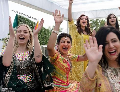 مراسم عروسی,مراسم عروسی پریانکا چوپرا,ازدواج,ازدواج پریانکا چوپرا,نیک جوناس,پریانکا چوپرا و نیک جوناس,لباس سنتی پریانکا چوپرا Priyanka Chopra در مراسم عروسی اش