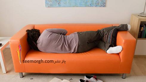 زنی که روی کاناپه خوابیده