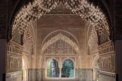 قصر الحمرا در گرانادا تلفیق معماری شرق و غرب