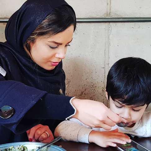 عکس همسر و پسر احسان خواجه امیری