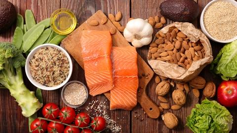 در این مقاله به 10 ماده غذایی ضد پیری  اشاره میشود,مواد غذایی ضد پیری