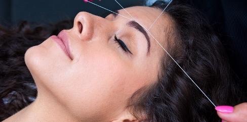 بند انداختن,بند انداختن صورت,شو صورت,از بین بردن موهای زائد صورت با بند یا شیو؟