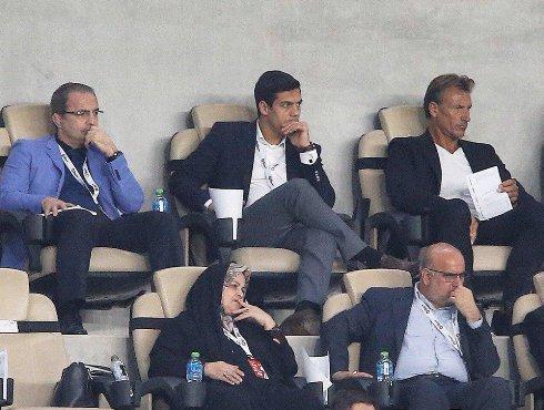 هروه رنارد در کنار مسئولین ایرانی