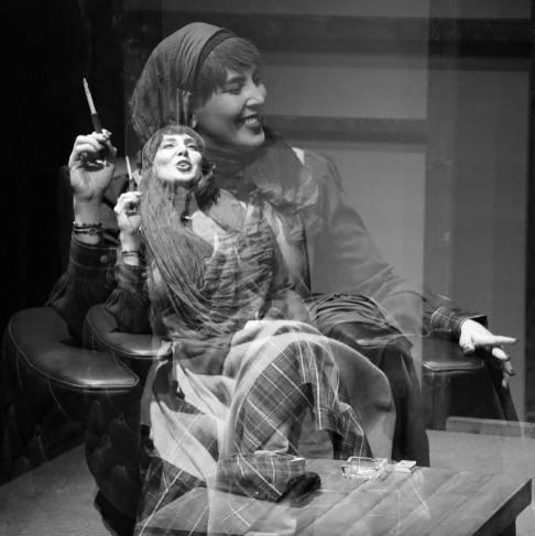لیلا بلوکات سیگار به دست در نمایش جدیدش! عکس