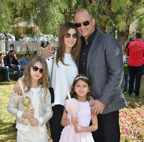 نانسی عجرم و همسر و دخترانش